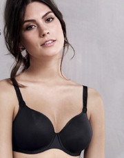 The lingerie line Spacer Basic brand Rosa Faia is light and airy.