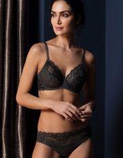 Collection Lace Perfection (Charcoal) de la marque de lingerie Wacoal